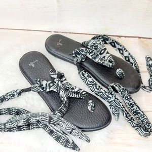 Sanuk strappy cloth ankle wrap T Thong sandals 8